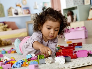 duplo_kids_1hy15_generic_bricks_girl_03